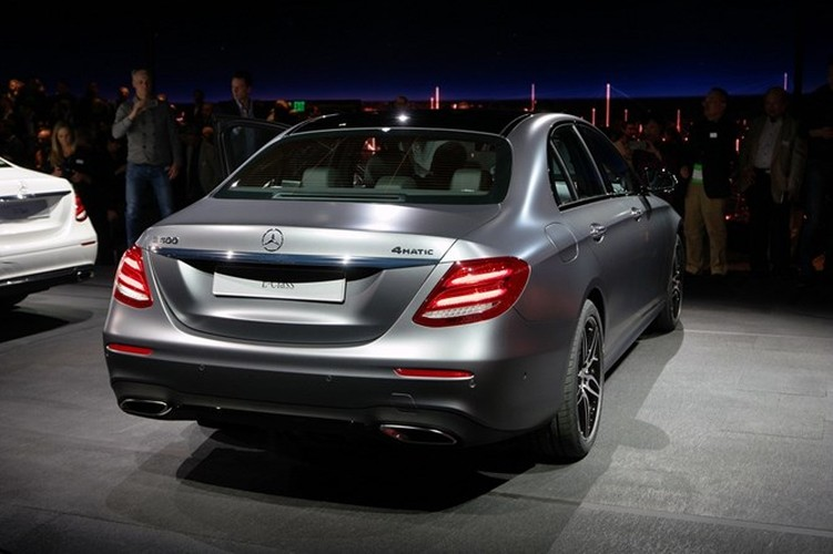 Mercedes-Benz ra mat sedan hang sang E-Class moi-Hinh-9