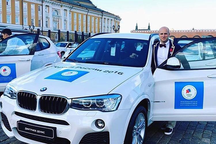 Tong thong Putin trao tang xe BMW cho VDV Olympic-Hinh-5