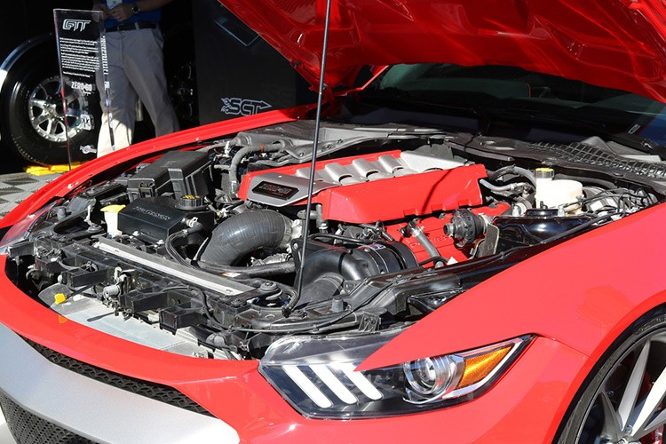 Can canh Ford Mustang GTT