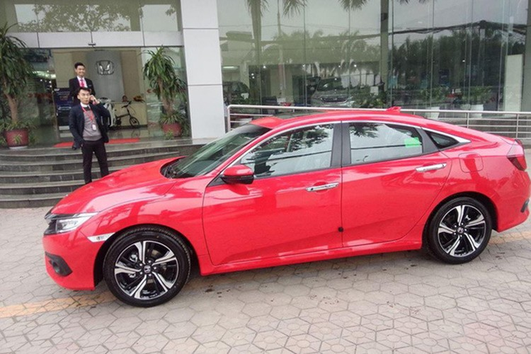 Honda Civic 2017 gia 950 trieu ve dai ly o Ha Noi-Hinh-2