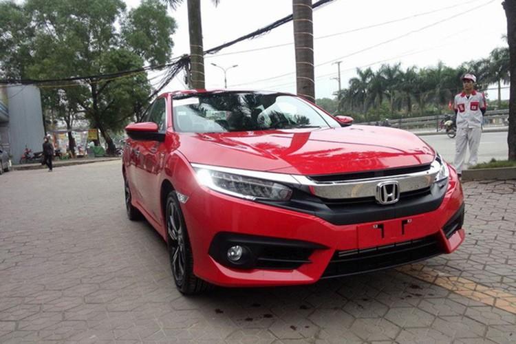 Honda Civic 2017 gia 950 trieu ve dai ly o Ha Noi