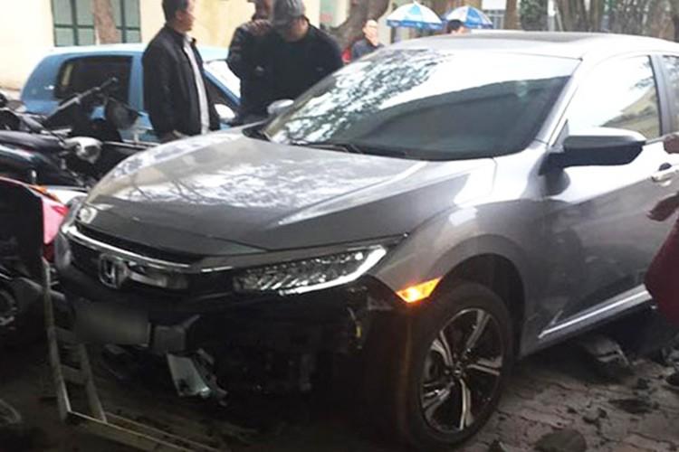 Honda Civic 2017 dau tien