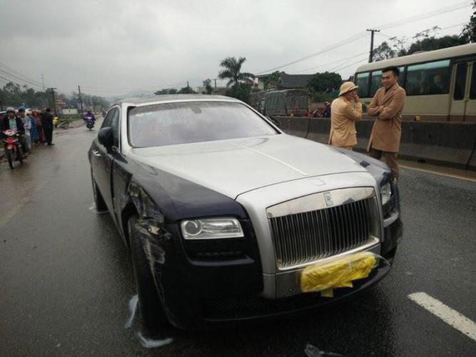 Xe sang Rolls-Royce hon 10 ty gay tai nan tai Ha Tinh-Hinh-6