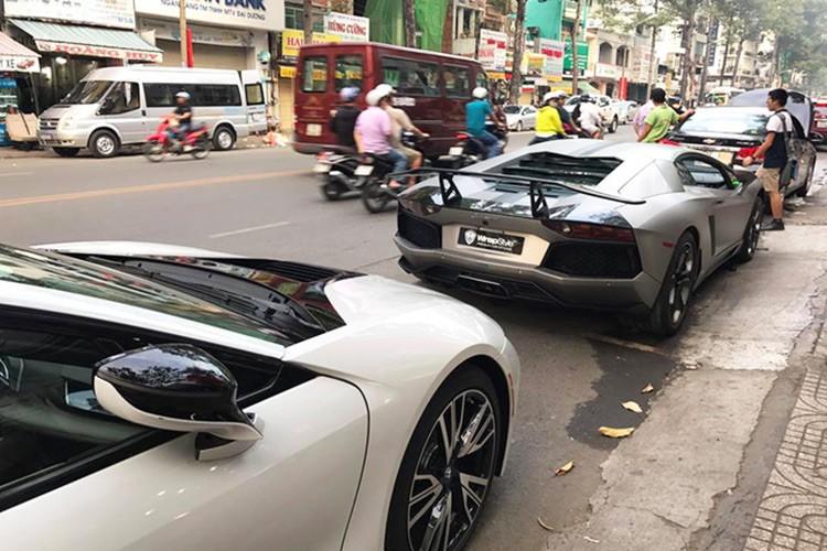 Dai gia Viet chi 300 trieu do sieu xe Lamborghini choi Tet-Hinh-2