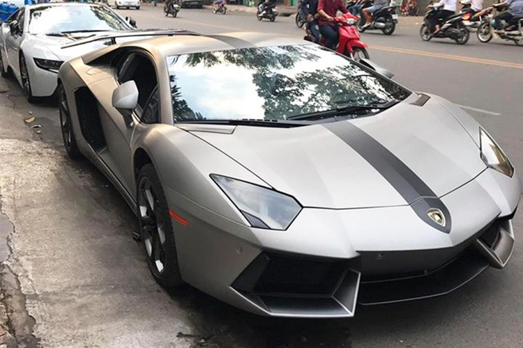 Dai gia Viet chi 300 trieu do sieu xe Lamborghini choi Tet