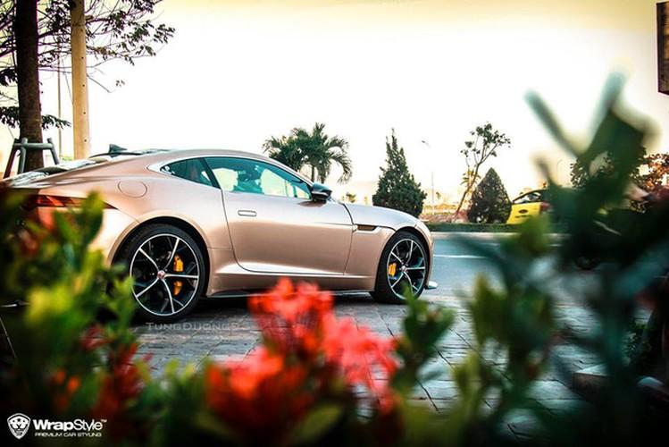 Soi Jaguar F-Type gia 8 ty, bien