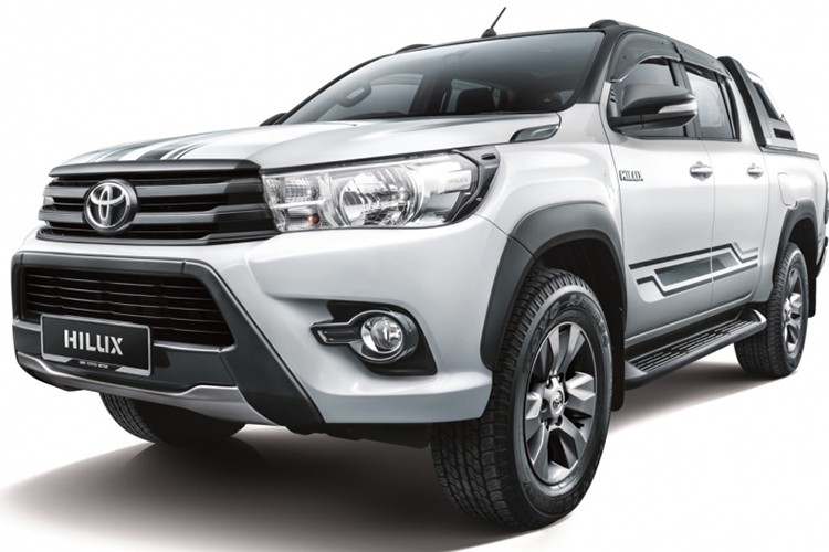 Can canh Toyota Hilux 2.4G Limited Edition gia 643 trieu