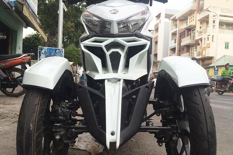 Honda Click do 3 banh nhu sieu moto tai Sai Gon-Hinh-3