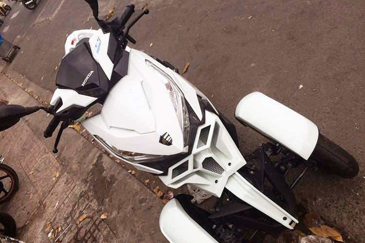 Honda Click do 3 banh nhu sieu moto tai Sai Gon-Hinh-5