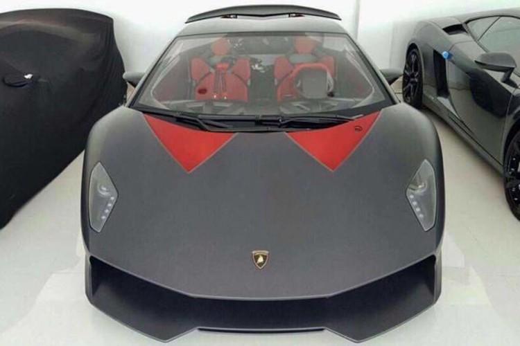 "Lamborghini Sesto Elemento ""thet gia"" hon 100 ty dong"