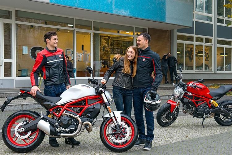 """Ducati Monster 797 """"chot gia"""" 300 trieu tai Viet Nam?"""