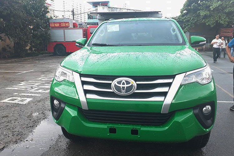 Toyota Fortuner 2017 do phong cach taxi tai Viet Nam-Hinh-2