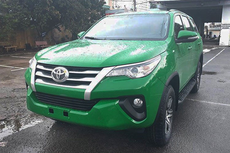 Toyota Fortuner 2017 do phong cach taxi tai Viet Nam