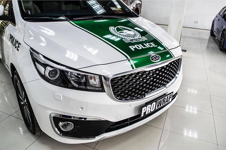Kia Grand Sedona phong cach sieu xe canh sat Dubai o VN-Hinh-2