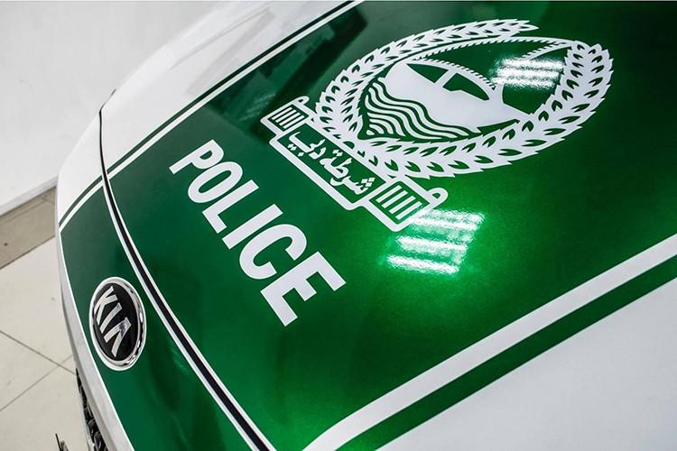 Kia Grand Sedona phong cach sieu xe canh sat Dubai o VN-Hinh-3