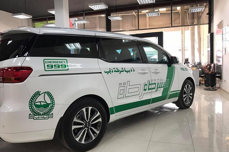 Kia Grand Sedona phong cach sieu xe canh sat Dubai o VN-Hinh-4