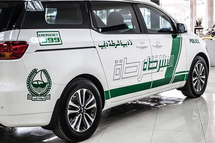 Kia Grand Sedona phong cach sieu xe canh sat Dubai o VN-Hinh-6