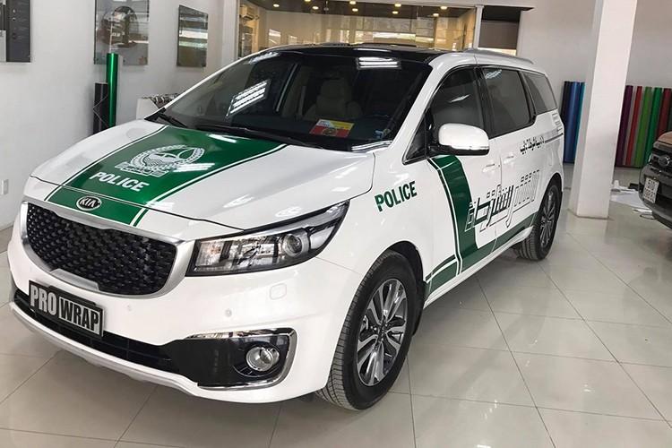 Kia Grand Sedona phong cach sieu xe canh sat Dubai o VN