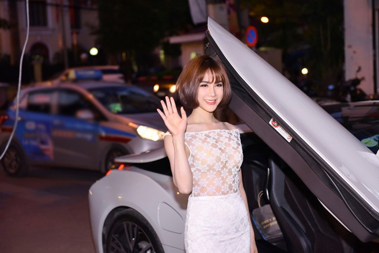 "Diep Lam Anh dien ""ho bao"" cuoi sieu xe BMW i8 tien ty-Hinh-5"