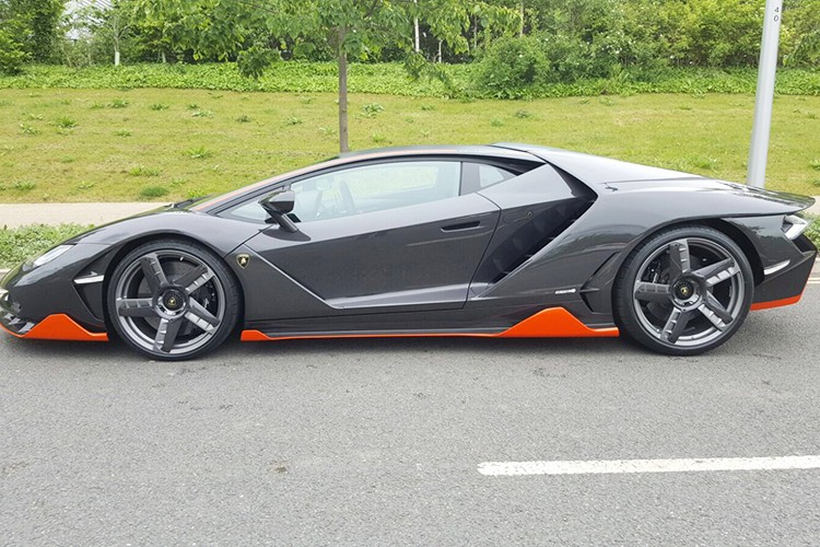 Lamborghini Centenario trieu do dau tien den Anh quoc-Hinh-2