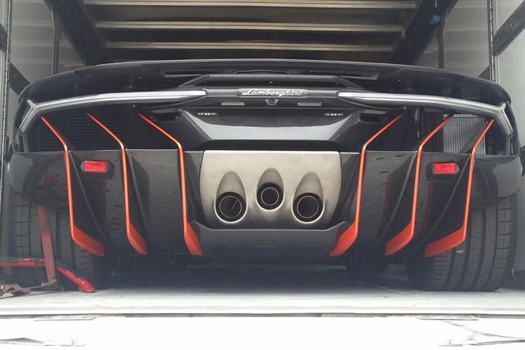 Lamborghini Centenario trieu do dau tien den Anh quoc-Hinh-5