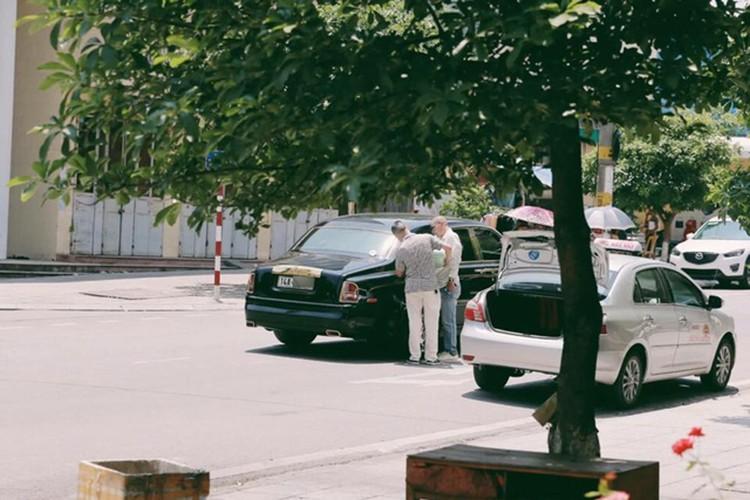 Taxi Rolls-Royce hon 20 ty het xang tai Quang Ninh