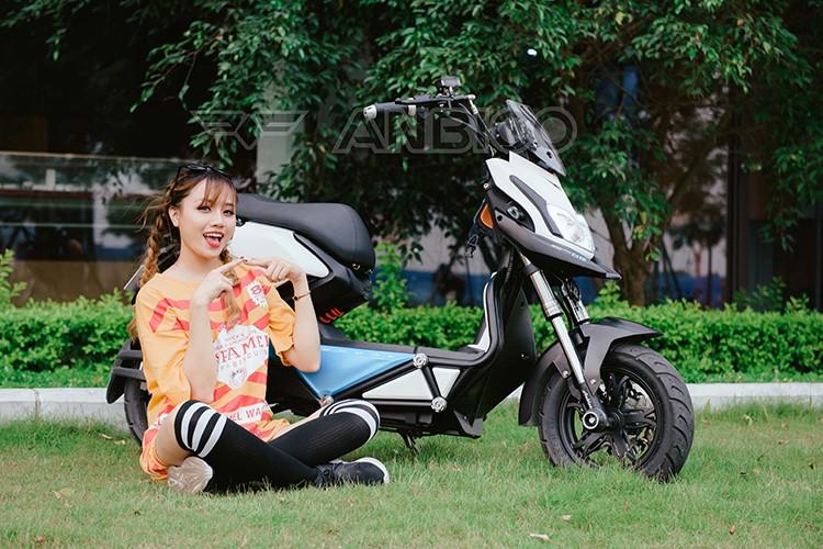 Teen Viet do ca tinh voi xe dien Anbico Zoe-Hinh-4