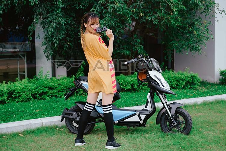 Teen Viet do ca tinh voi xe dien Anbico Zoe-Hinh-8