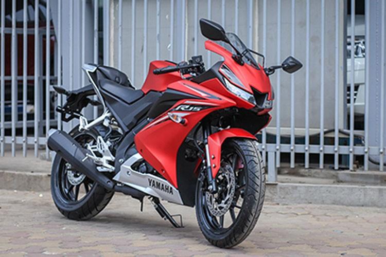 Yamaha R15 phien ban 2017 gia 112 trieu dong tai Ha Noi