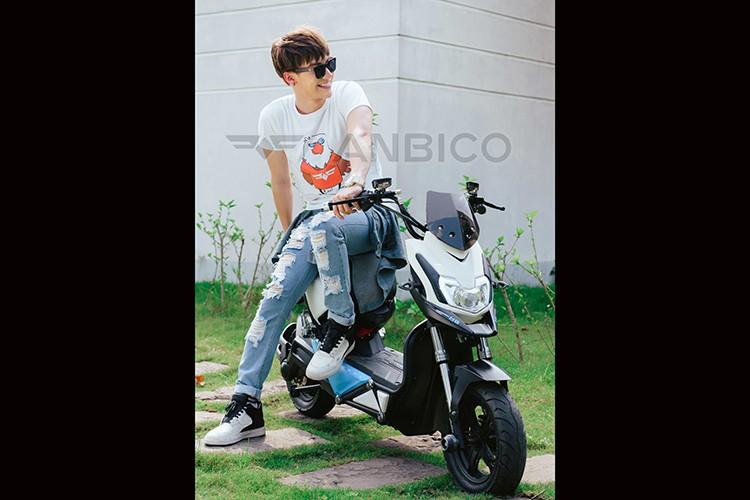 """""""Hot boy"""" Dung Bino giai nhiet he cung xe dien Anbico Zoe-Hinh-5"""
