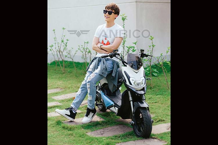 """""""Hot boy"""" Dung Bino giai nhiet he cung xe dien Anbico Zoe-Hinh-7"""
