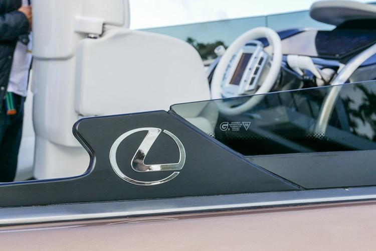 "Lexus tiep tuc ""khoe hang"" sieu du thuyen Sport Yacht-Hinh-3"