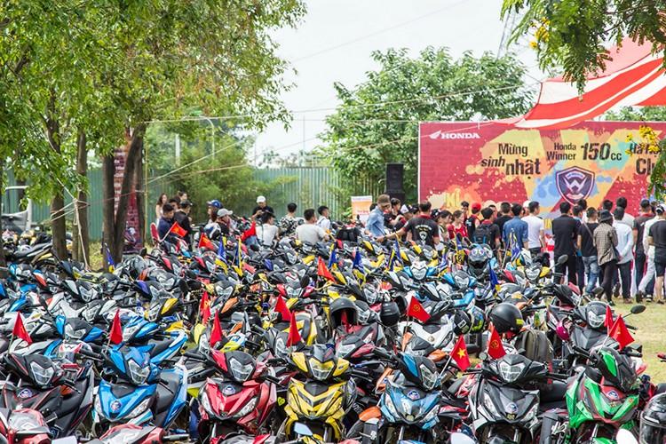 "Hon 600 ""xe no"" Honda Winner 150 lan banh tai Ha Noi-Hinh-6"