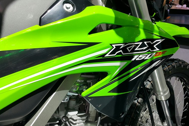 """Kawasaki ra mat """"cao cao phuot"""" KLX 2017 gia 49 trieu-Hinh-3"""