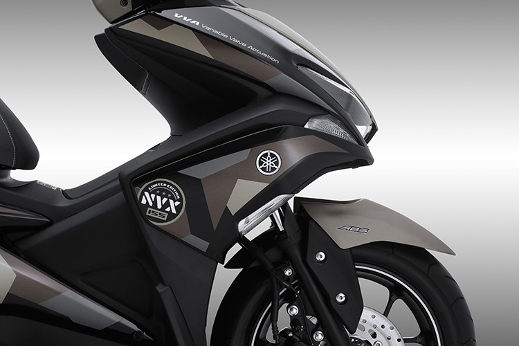 """""""Soi"""" Yamaha NVX 155 Camo moi gia 52,7 trieu tai VN-Hinh-3"""