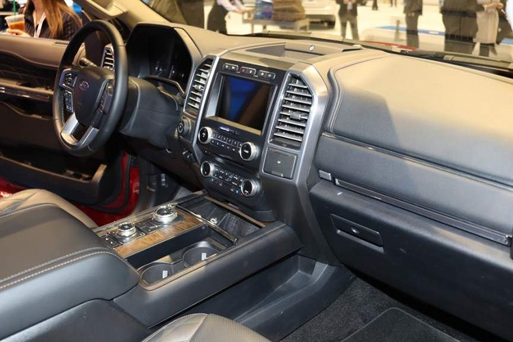 "SUV Ford Expedition 2018 ""doi gia"" len den 1,8 ty dong-Hinh-6"