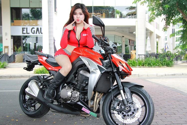 Chan dai Viet do ca tinh cung xe moto Kawaaki Z1000-Hinh-4