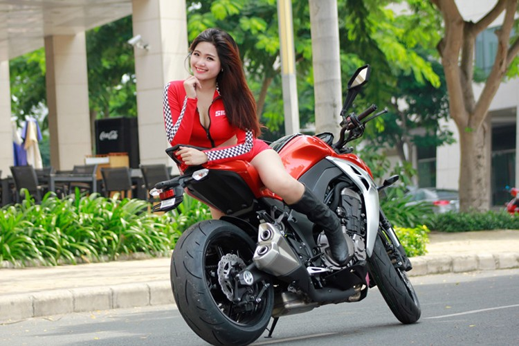 Chan dai Viet do ca tinh cung xe moto Kawaaki Z1000-Hinh-6
