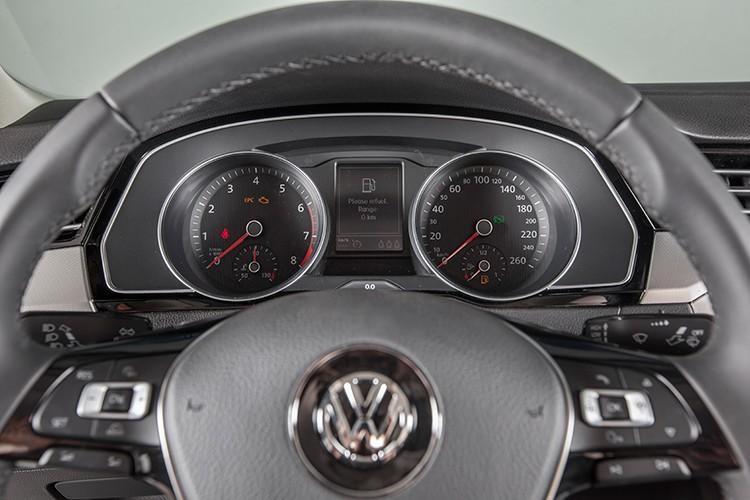 "Volkswagen Passat BlueMotion ""chot gia"" 1,45 ty dong tai VN-Hinh-10"