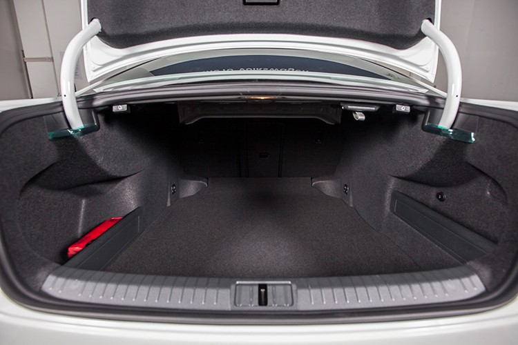 "Volkswagen Passat BlueMotion ""chot gia"" 1,45 ty dong tai VN-Hinh-13"