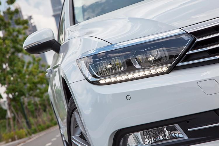 "Volkswagen Passat BlueMotion ""chot gia"" 1,45 ty dong tai VN-Hinh-4"