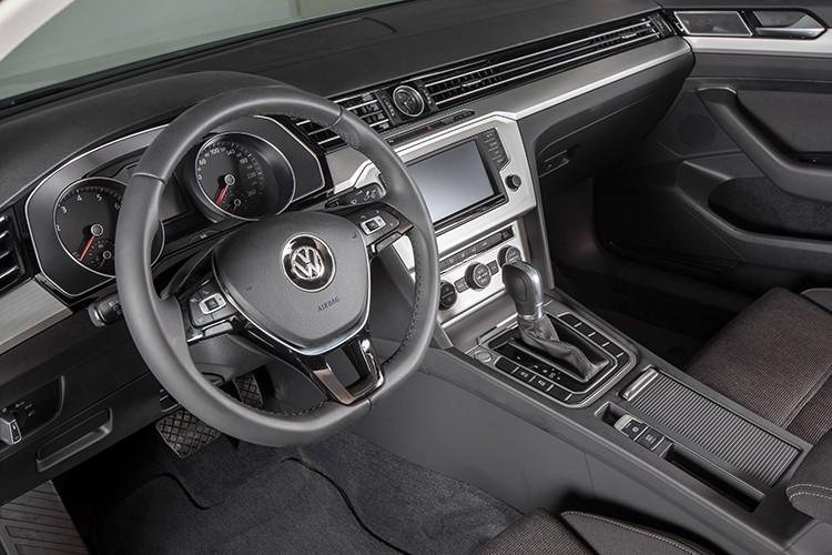 "Volkswagen Passat BlueMotion ""chot gia"" 1,45 ty dong tai VN-Hinh-9"