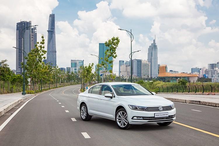 "Volkswagen Passat BlueMotion ""chot gia"" 1,45 ty dong tai VN"