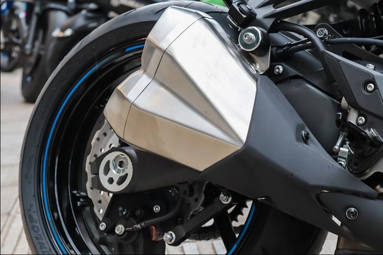 Kawasaki Z1000 2018 tai Viet Nam gia gan 400 trieu dong-Hinh-7