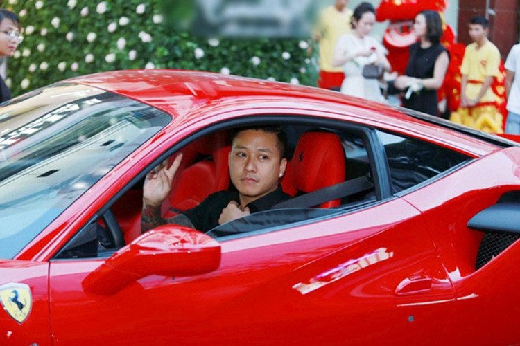"Tuan Hung cuoi ""sieu ngua"" Ferrari tien ty tai Ha Noi-Hinh-3"