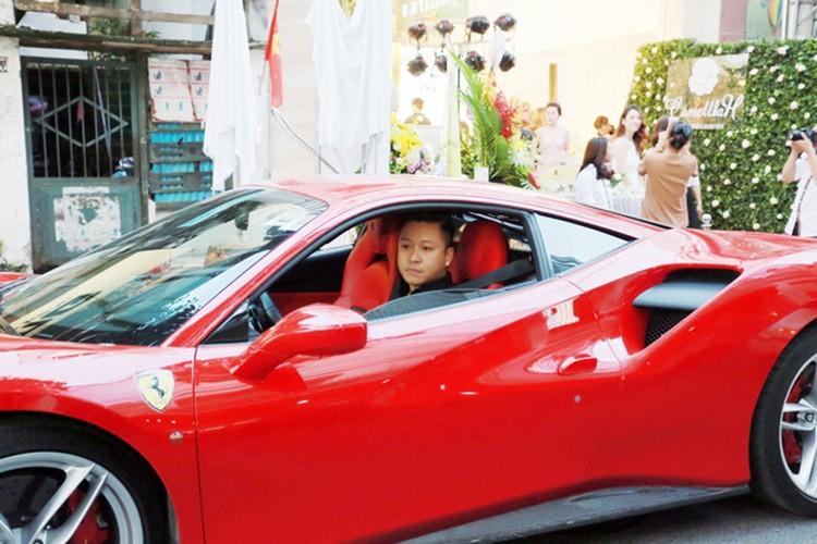 "Tuan Hung cuoi ""sieu ngua"" Ferrari tien ty tai Ha Noi-Hinh-4"