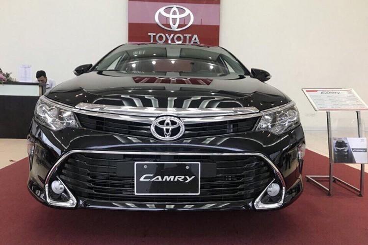 "Toyota Viet Nam ""chot gia"" Camry 2017 tu 997 trieu dong-Hinh-2"