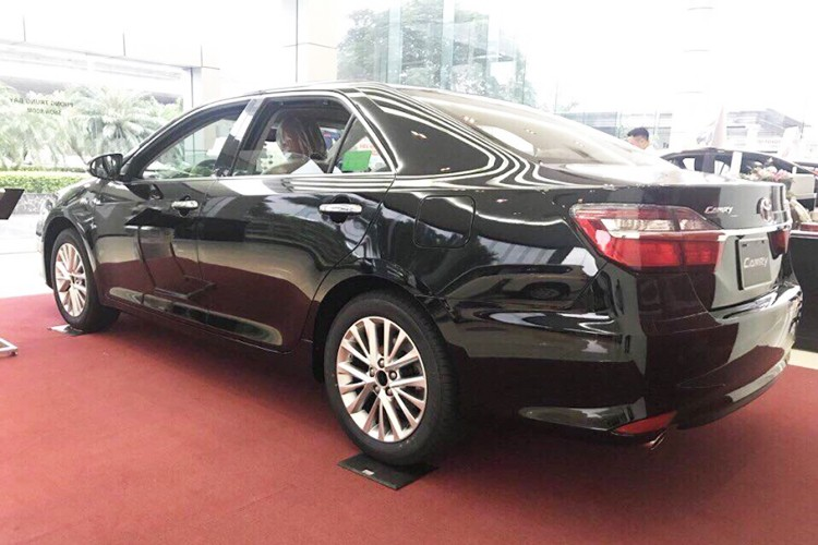 "Toyota Viet Nam ""chot gia"" Camry 2017 tu 997 trieu dong-Hinh-3"