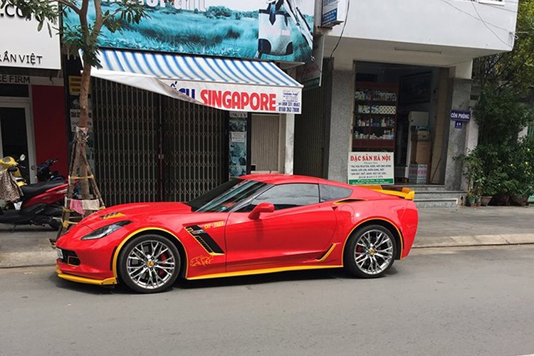 Chevrolet Corvette C7 Z06 tien ty do ruc tai Nha Trang-Hinh-2