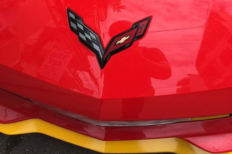 Chevrolet Corvette C7 Z06 tien ty do ruc tai Nha Trang-Hinh-3